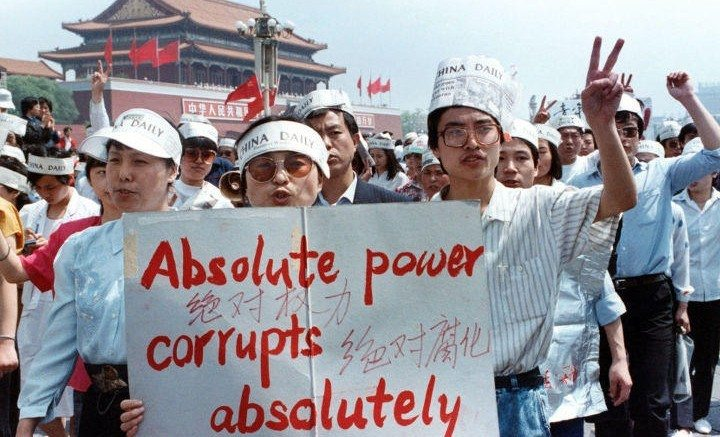 A group of journalists supports the pro-Democracy protest in Tiananmen Square, Peking,
