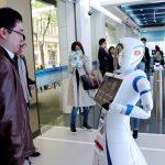 Robôs cumprimentam clientes no primeiro banco sem pessoas