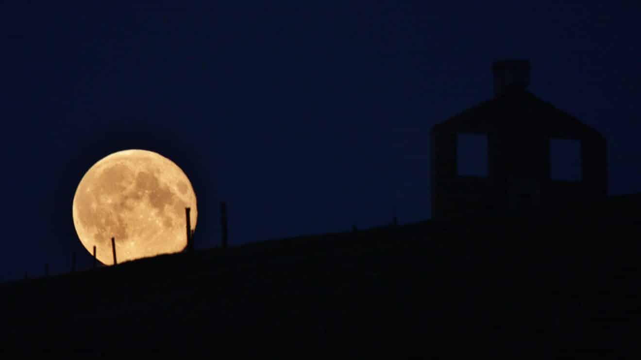 Reengineering Nature: China To Launch Artificial Moon Over Chengdu By 2020