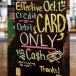 Efectivo no es bueno: más minoristas rechazan el papel moneda