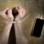 Las redes sociales nos están volviendo tontos, enojados y adictos