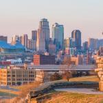 A Kansas County vállalkozásokat rendel el az ügyfelek nyomon követésére