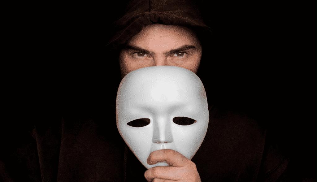 Masken, soziale Distanzierung und Kontaktverfolgung