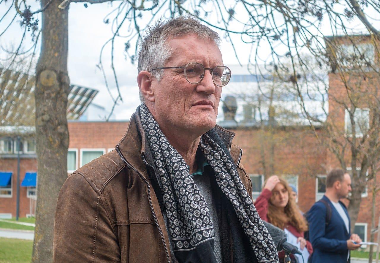 Sveriges Seniorepidemiolog A Ha Ansiktsmasker Er Veldig Farlig